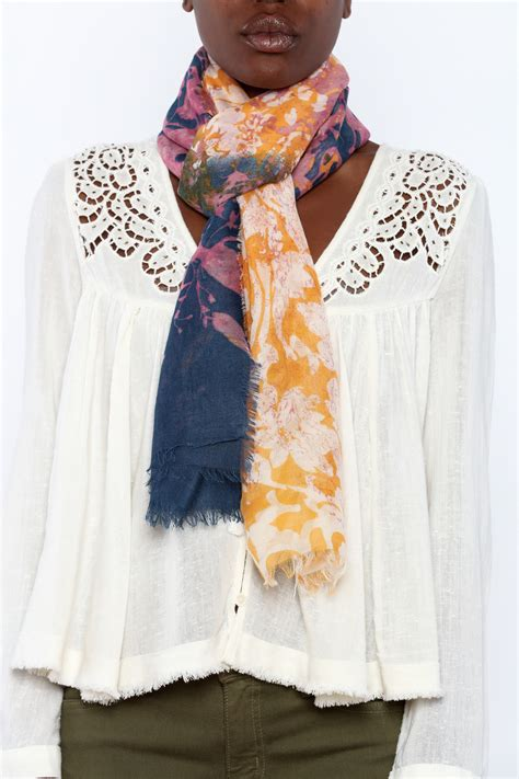 2 chic contrasting scarf from cincinnati by trend shoptiques