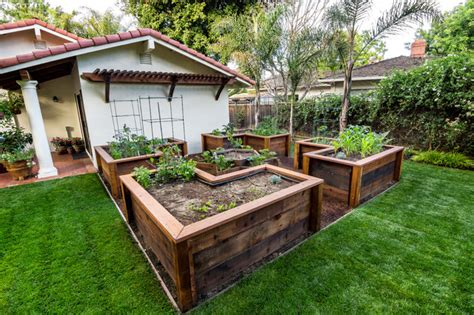 Raised Bed Garden Layout Design Raised Bed Vegetable Garden Traditional Landscape San Francisco By Casa Smith Designs Llc