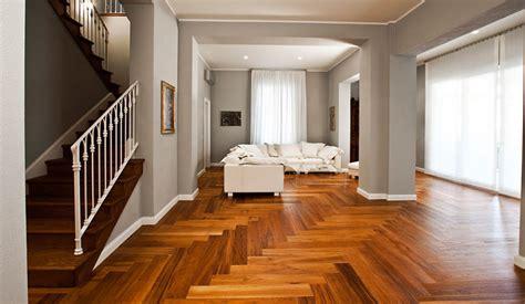 tappeti legno listelli foto parquet spina pesce teak di ristrutturazione