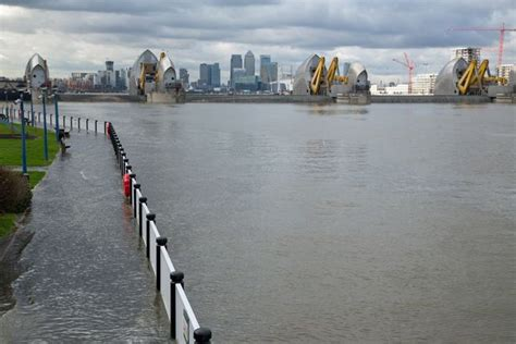 thames barrier burst uk weather flooding in central london as tidal surges