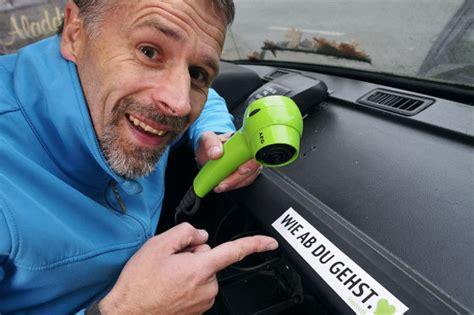 Aufkleber Von Autoscheibe Entfernen aufkleber und vignetten vom auto entfernen auto bild klassik