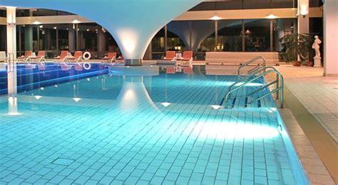 hotel mit schwimmbad auf r 252 - Schwimmbad Mit überdachung