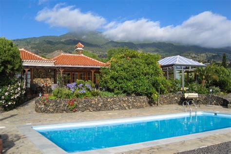 überdachte Pools by Monte La Palma
