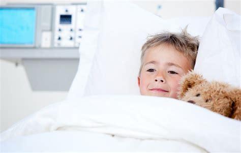 pourquoi un enfant fait pipi au lit mon enfant veut arr 234 ter de faire pipi au lit