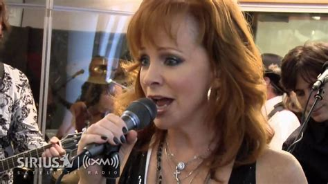 watch reba s empowering new going out like that video reba mcentire s quot consider me gone quot on sirius xm artist