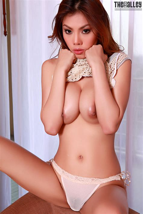 Tight Thailand Model sonja Fong With Long Hair And Perfect