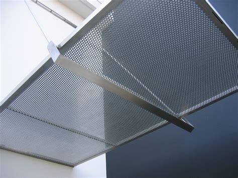 tettoia in lamiera tettoia in vetro stratificato con lamiera forata