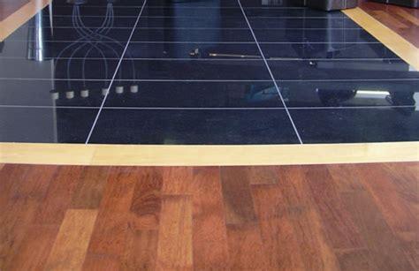 fliesen oder laminat in der küche vinylboden auf fliesen verlegen k 252 che bad und flur