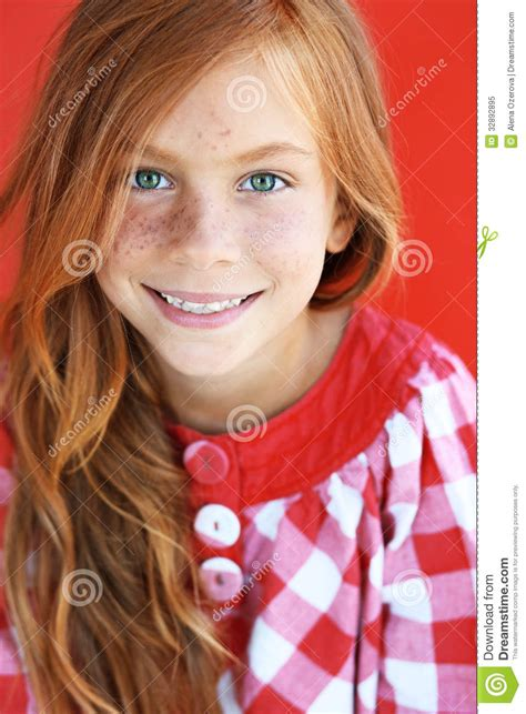 Freckles Studio enfant de roux photo libre de droits image 32892895