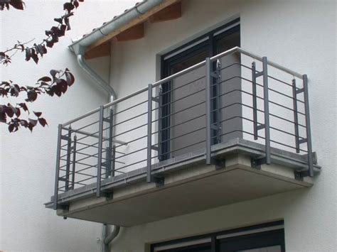 balkongeländer handlauf edelstahl balkongel 228 nder feuerverzinkt lackiert mit einem handlauf