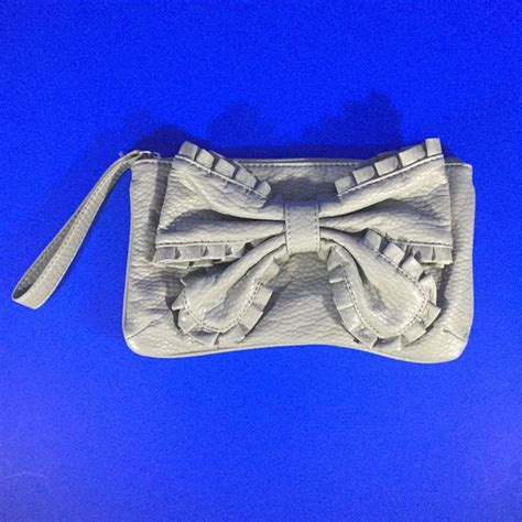 Big Bow Clutch Bags At Barratts by 1000 Images About Handbags And Clutches On