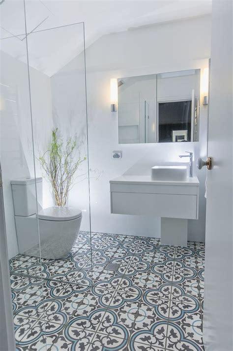 patterned floor tiles bathroom best 25 bathroom floor tiles ideas on grey