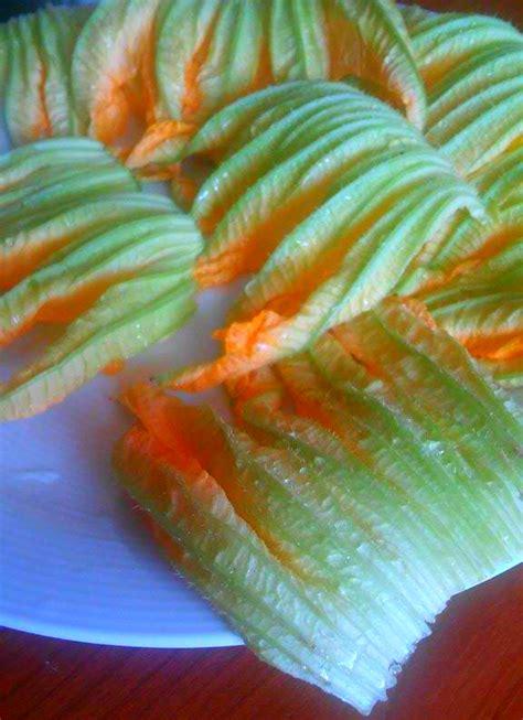 pasta con i fiori di zucchina pasta con fiori di zucchina primo piatto facile e veloce