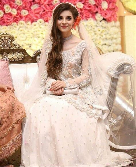 stunning nikah  nikah dress pakistani bride hairstyle