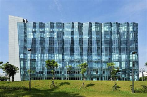 pattern energy offices folding glass facade for neo solar power corp