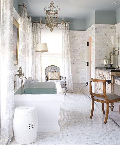 decorating ideas  white bathrooms