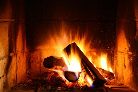 How Does A Gas Log Fireplace Work by What Are Gas Fireplace Logs How Do They Work Casual