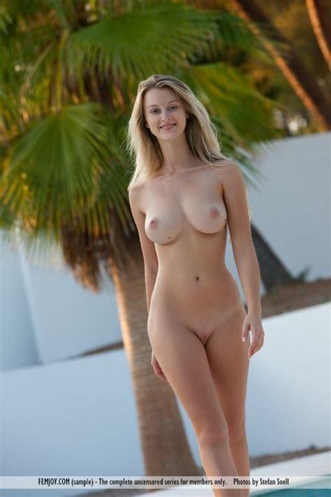 Perfect Carisha Nude Outside Sexy Gallery Photo Sexyandfunny Com