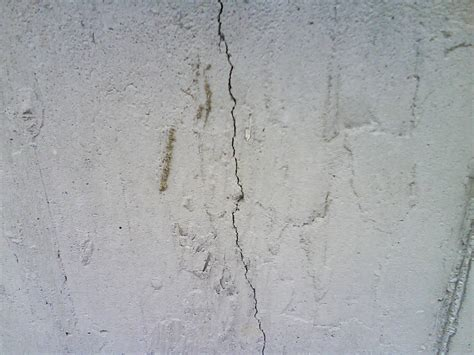should i buy a house with a cracked foundation image gallery house foundation cracks