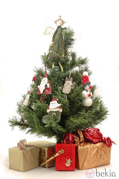 193 rbol de navidad decorado con mu 241 ecos de tem 225 tica navide 241 a