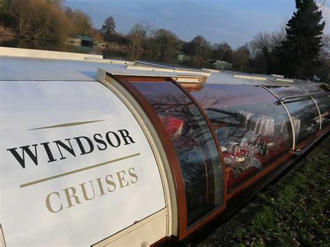 dinner on a boat on the thames thames dinner cruise lunch afternoon tea dinner on