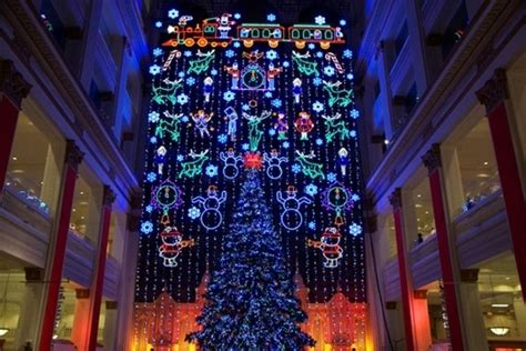 macy s holiday light show at macy s center city