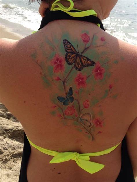 imagenes de mariposas y flores para tatuajes mariposas y flores de cerezo tatuajes para mujeres