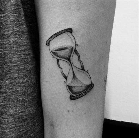 sand timer tattoo 50 amazing hourglass tattoos and meanings tattooblend