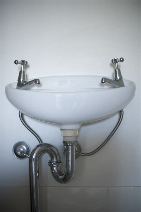 image of simple ceramic white hand basin freebiephotography