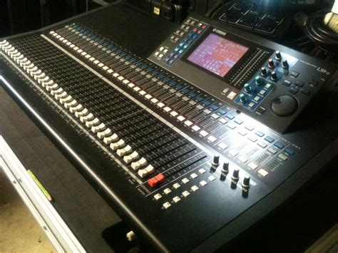 Mixer Yamaha Ls9 32 yamaha ls9 32 32 64x8 digital mixing console car