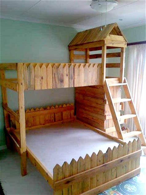 pallet bunk beds 1000 ideas about pallet bunk beds on pinterest bunk bed