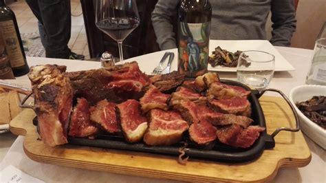 cucinare bistecca fiorentina come preparare la bistecca alla fiorentina abc vino