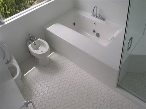 cheap bathroom floor ideas 25 best ideas about small half bathrooms on