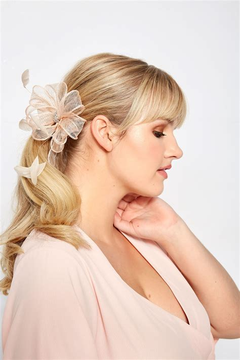 div placement yours dusky pink floral diamante fascinator one