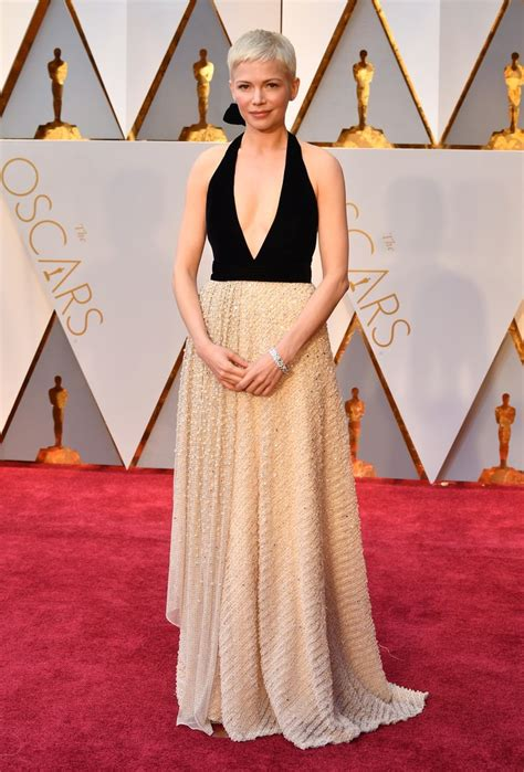 a fashion experts guide to the oscars red carpet video see all the oscars 2017 red carpet dresses and looks glamour