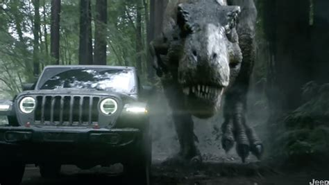 Jeep Bowl Commercial 2018 by Jeep S Bowl Commercial Jeff Goldblum Runs From A T