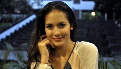 nama artis pemain film layar lebar indonesia biodata pevita pearce pemain ach aku jatuh cinta yang
