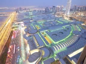 world s largest viewing panel in dubai mall aquarium