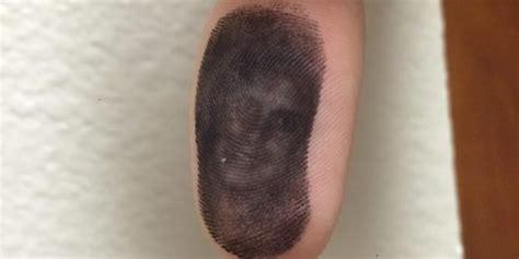 tato keren di jari bukan tato ada penakan wanita di jari tangan pria ini