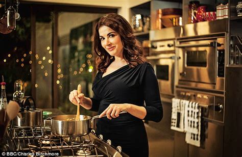 country kitchen tv show nigella s taking the pizza what italy s mammas think of