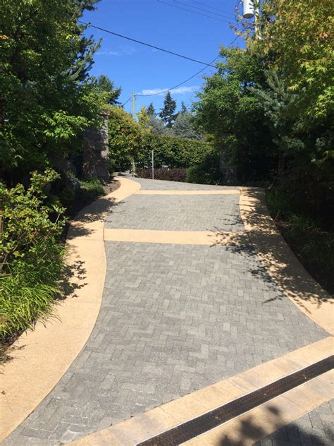 White Rock Driveway Detailed Landscaping The Bluff S Of White Rock Home