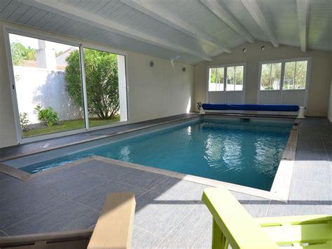 location maison charente villa 12 personnes avec piscine interieure chauffee