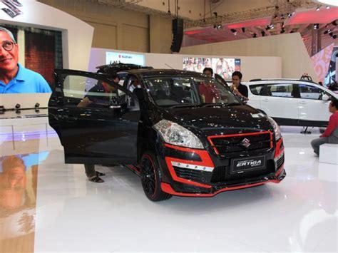 Cover Warna Hitam Merah Suzuki Ertiga suzuki ertiga sporty bertema kemerdekaan indonesia mobil