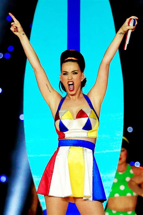 katy perry super bowl tattoo pic katy perry s super bowl tattoo xlix on finger after