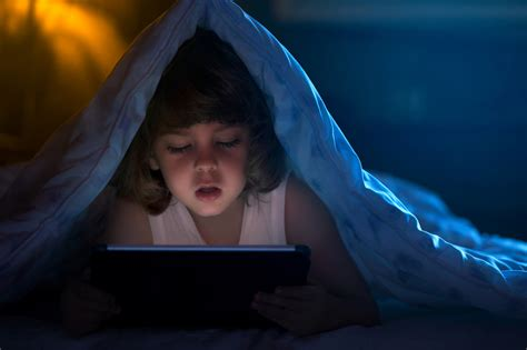 watching tv before bed screen time before bed linked with less sleep higher bmis
