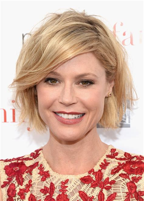 modern family hairstyles julie bowen messy cut julie bowen hair looks stylebistro