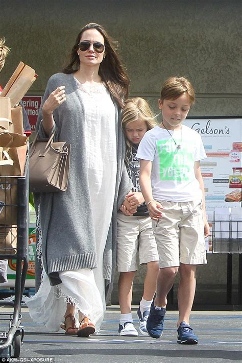 Joile In July 07 by Brad Pitt And Grab Groceries With