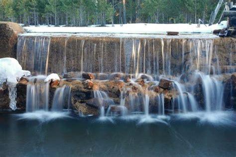 imagenes fuentes naturales de agua fuentes de agua fuente de agua cascada en piedra mucho