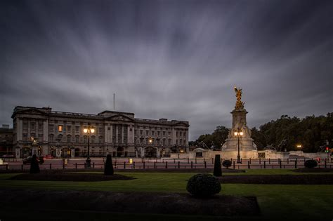 buckingham palace facts buckingham palace has 775 rooms 8 other fascinating
