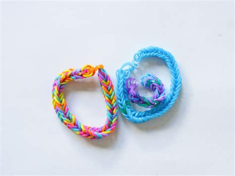 create  bracelet   mini rubberbands  steps